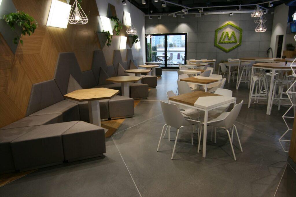 beton dekoracyjny na podłodze