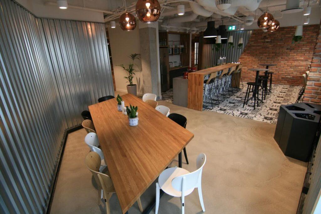 beton dekoracyjny podłodze